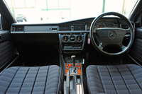 1990メルセデスベンツ190E赤インパネ.jpg